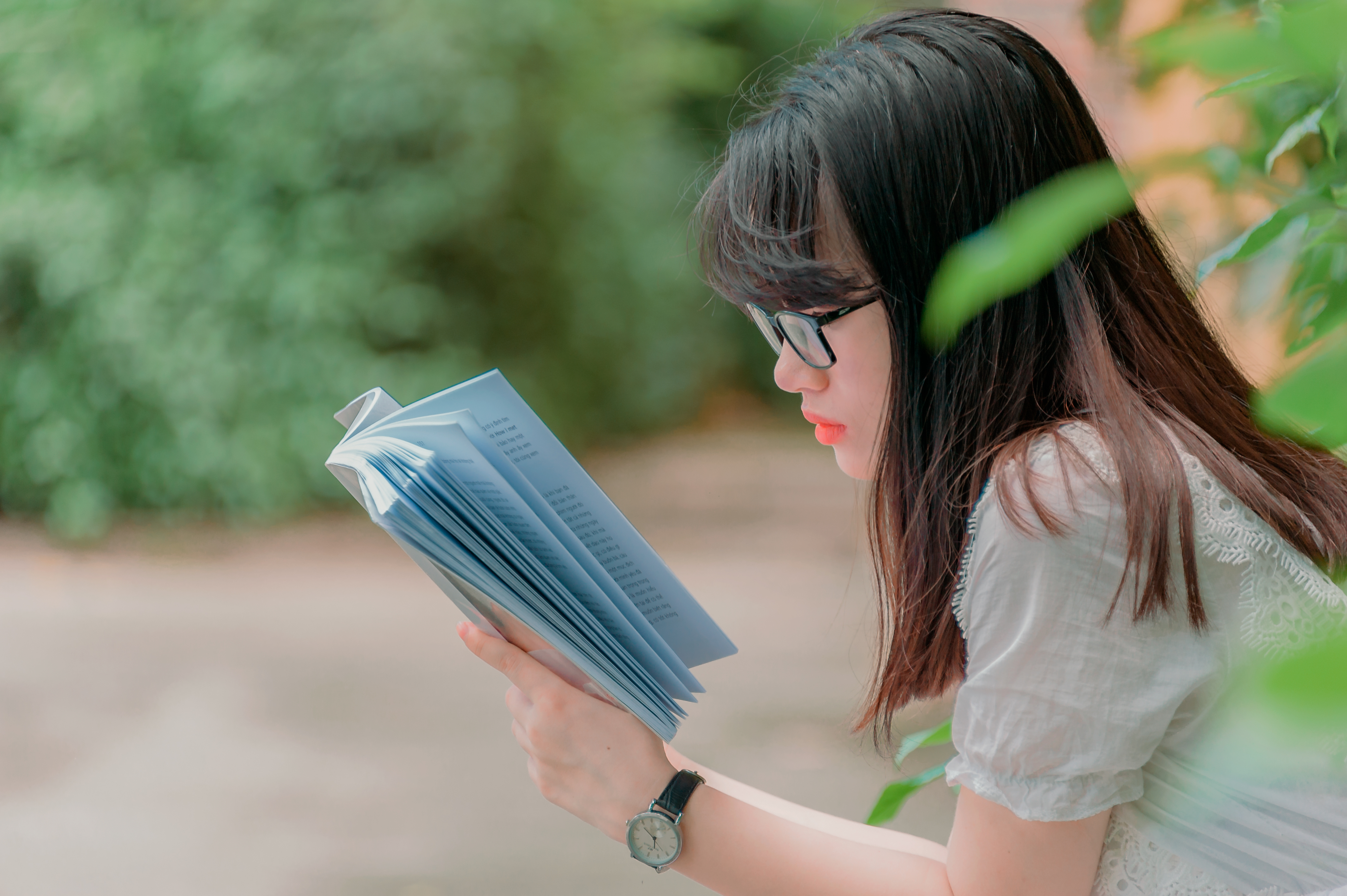 Close Up Photography Of Girl Reading Book Wallpaper